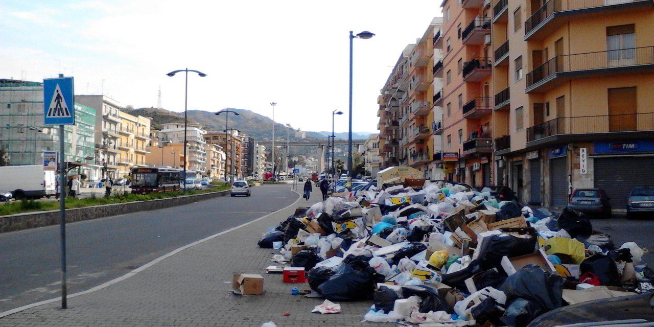 Viaggio dentro la Calabria: la bellezza sbiadisce in mezzo ai rifiuti