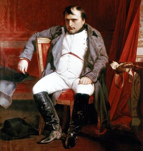 Si siede e rompe la sedia di Napoleone!
