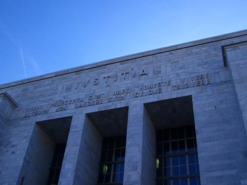 Il killer del Tribunale di Milano e la nazione irresponsabile