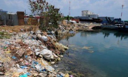 Maldive, da paradiso tropicale a inferno di rifiuti