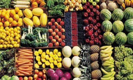 Frutta e verdura, anche in Italia pesticidi nocivi ancora legali