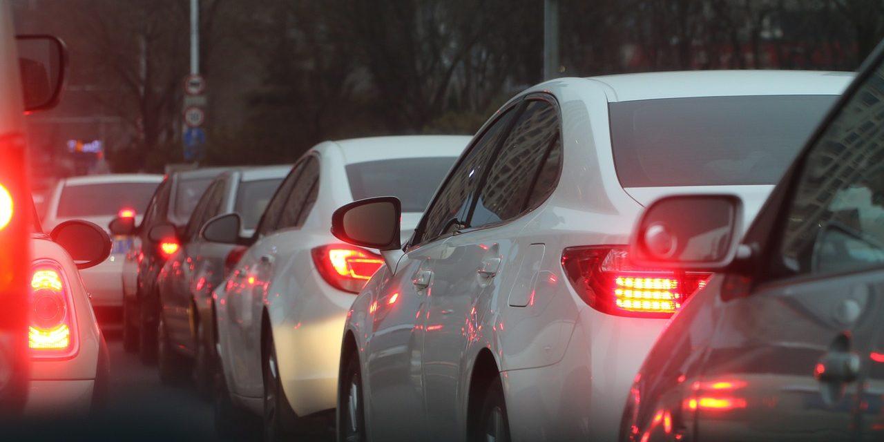 Smog: vivere vicino al traffico può causare danni al cervello