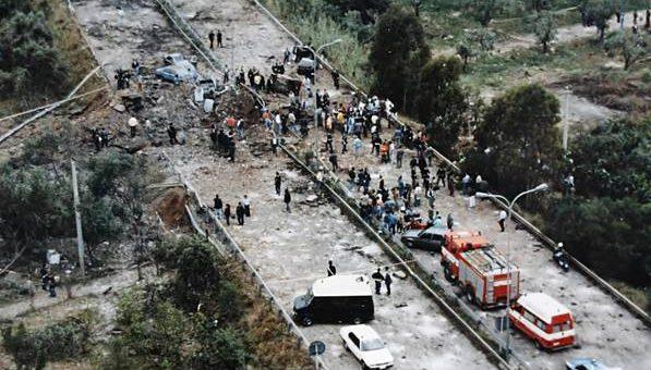 Memoria in marcia: l'auto della scorta di Falcone attraversa l'Italia
