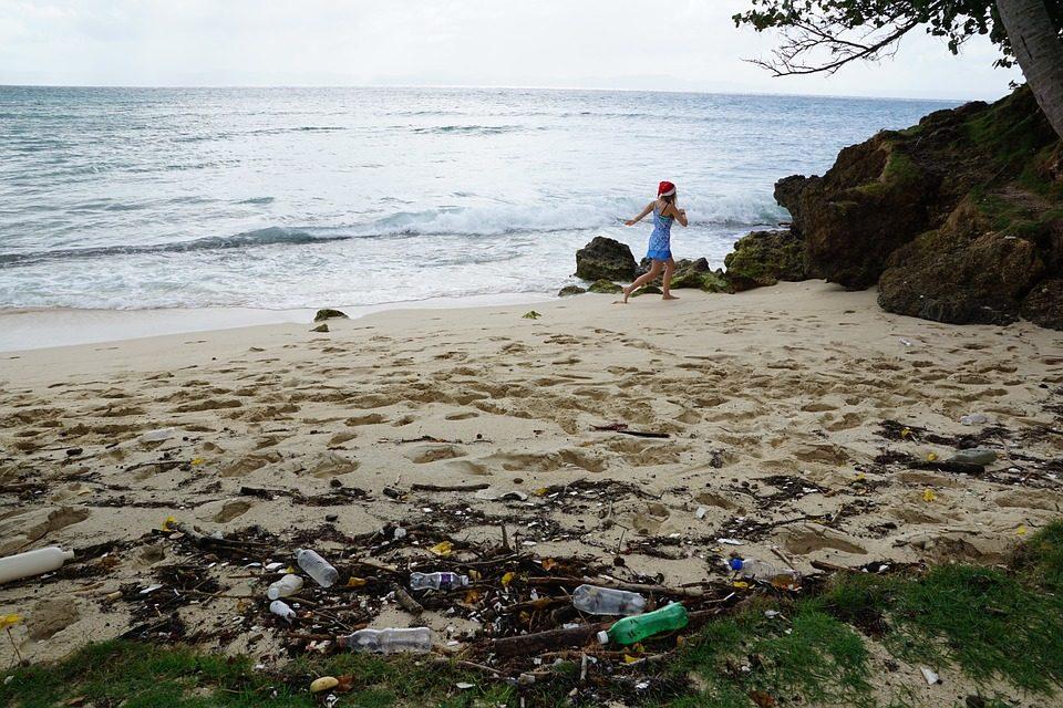 In Italia migliora la qualità del mare, ma in spiaggia ancora troppi rifiuti