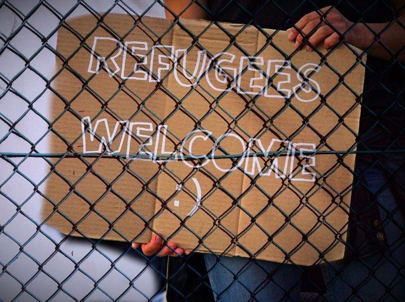 Barricate contro accoglienza: l'ottuso harakiri di sindaci e comuni
