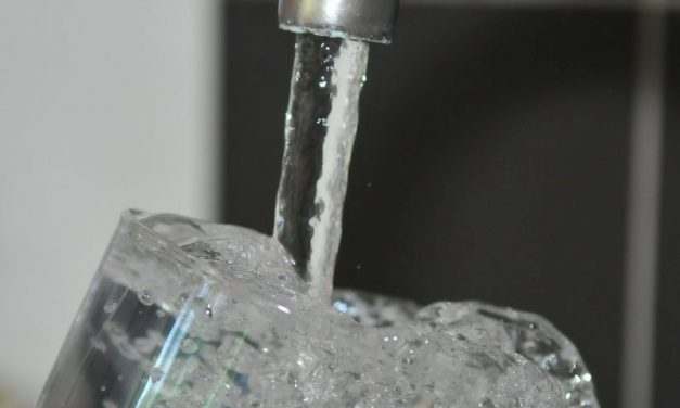 Acqua potabile: allarme inquinamento da materie plastiche