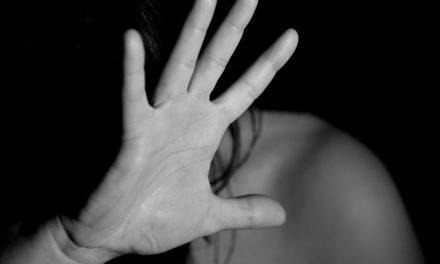 La violenza sulle donne si combatte ogni giorno. Come l'ipocrisia.
