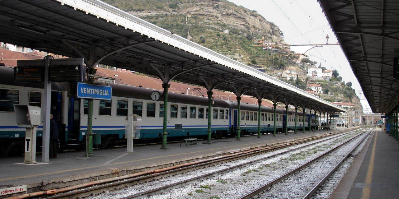 Il treno e le stazioni dimenticate