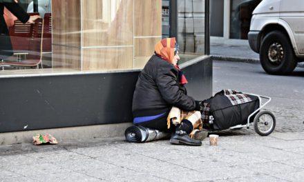 La povertà e la polvere sotto il tappeto