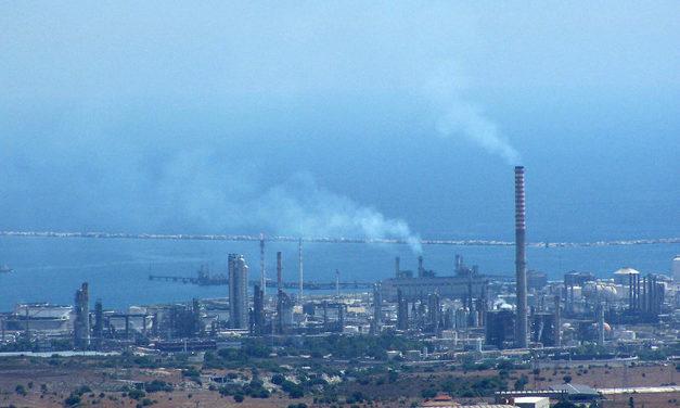 Consegnate al ministro Costa le firme raccolte da Change.org sul polo industriale di Siracusa