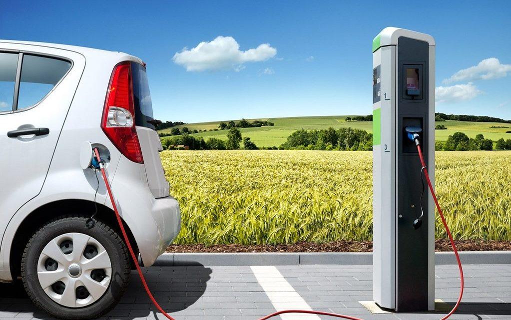 Auto elettriche, tra crisi e fiducia nel futuro