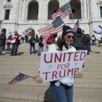 Il mondo parallelo dei seguaci di Trump