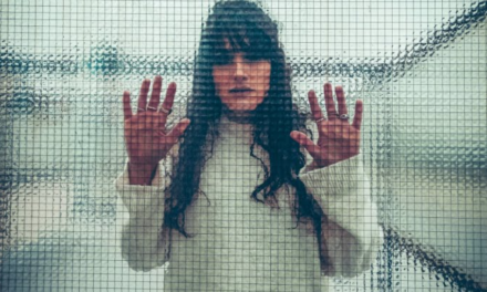 Freddo emotivo e cantautorato indie: il nuovo singolo di Giulia Crescentini