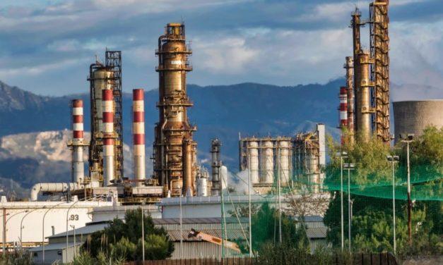 Greenpeace a banche e investitori italiani: stop finanziamenti a industrie fossili
