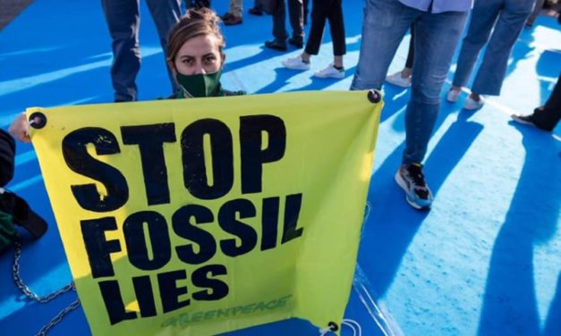 L'iniziativa di Greenpeace: vietare la propaganda delle multinazionali del petrolio e del gas